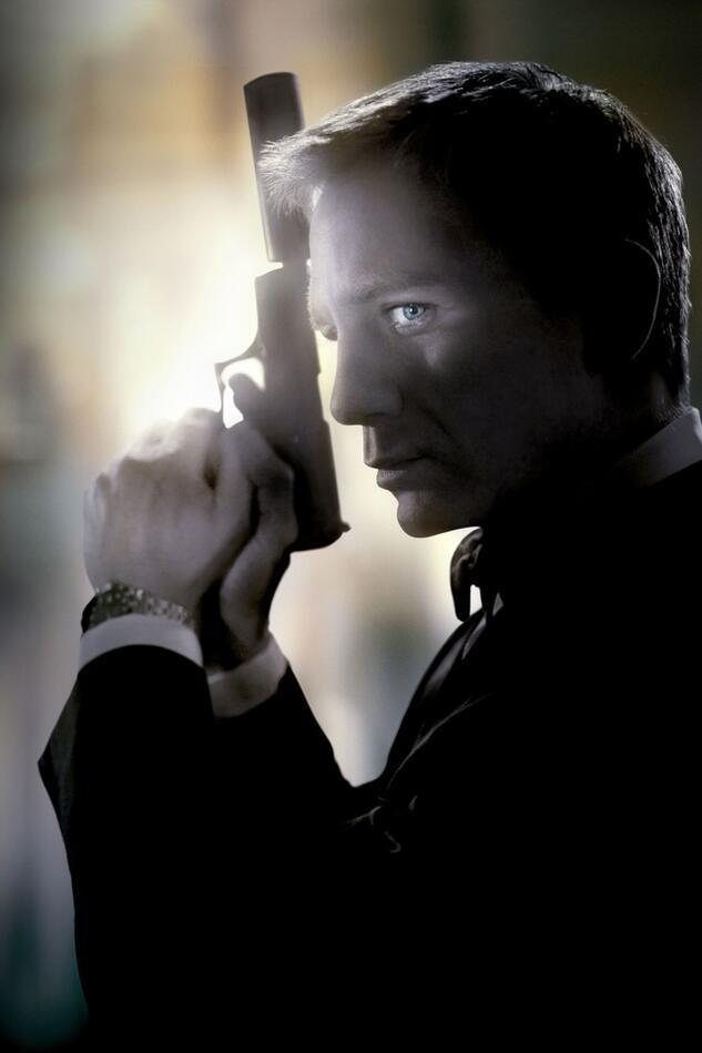 Каждую субботу смотрим несравненного Дэниела Крейга в роли Джеймса Бонда!