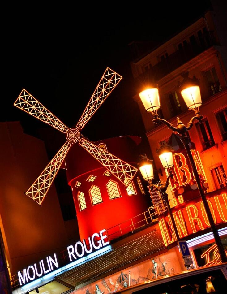 Ровно 132 года назад свои двери распахнуло главное кабаре Парижа «Мулен Руж»!